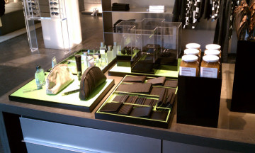 custom acrylic trays, risers and display box